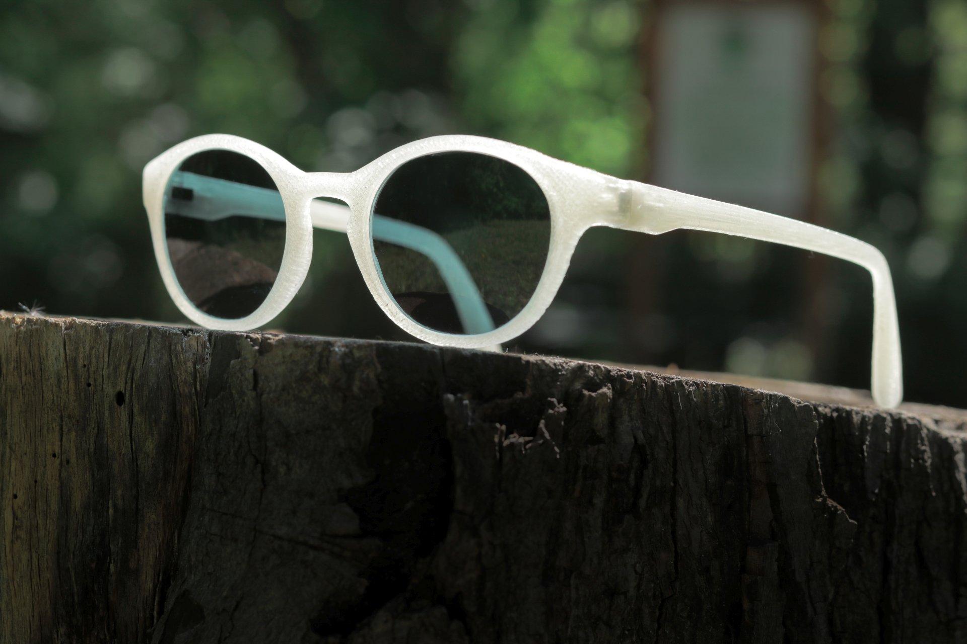 Környezetbarát, vegán, 3D nyomtatott napszemüveg, a FORMA V